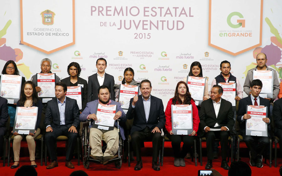 Egresada de la FESI recibe Premio Estatal de la Juventud