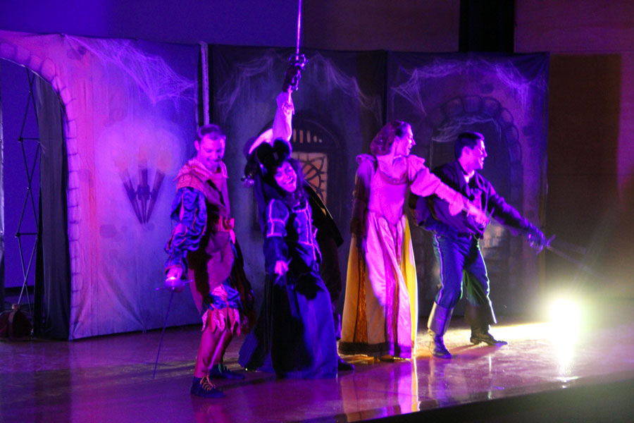 D'Artagnan defending the crown se presentó en la FES Iztacala