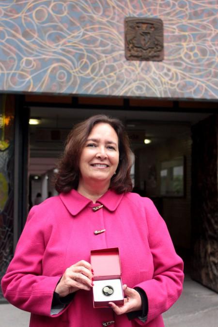 El Colegio Nacional de Cirujanos Dentistas A.C. reconoce a Rossana Sentíes
