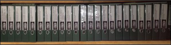 Vista general de las 26 carpetas que constituyen la línea Educación Médica del Archivo Vertical Para la Educación Superior.