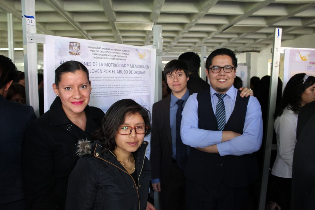 Estudiantes presentan trabajos enfocados al rol educativo de la enfermería